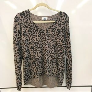 {OLD NAVY  Leopard v neck sweater Sz L
